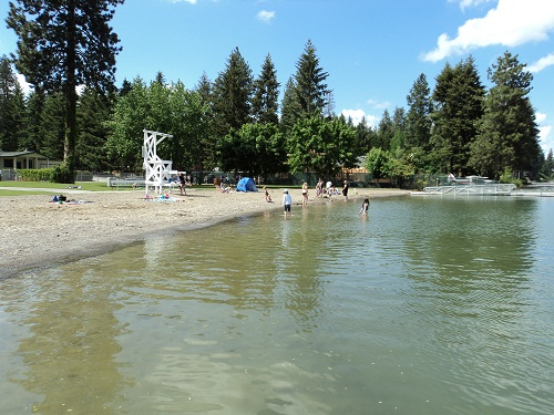 Honeysuckle Beach near Hayden, Idaho is great because it has it all – certified lifeguards, restrooms, a kid-friendly food concession, dock, beautiful mountain views, and blue-looking lake water. Photo courtesy Travelcoeurdalene.com