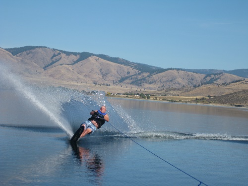 Hit it! Playin' and sprayin' on Lake Roosevelt. Photo: Lincoln County EDC