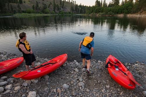 Skipping rocks on the Spokane River. Photo: Aaron Theisen