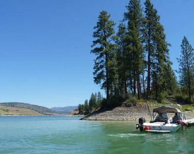 Photo of lone boat on Lake Roosevelt.
