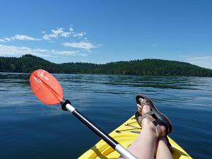 Photo of paddler on Lake CdA by Amy S. McCaffree.
