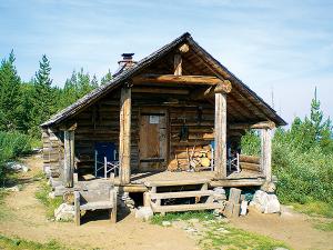 Photo of Snow Peak hut by Holly Weiler.