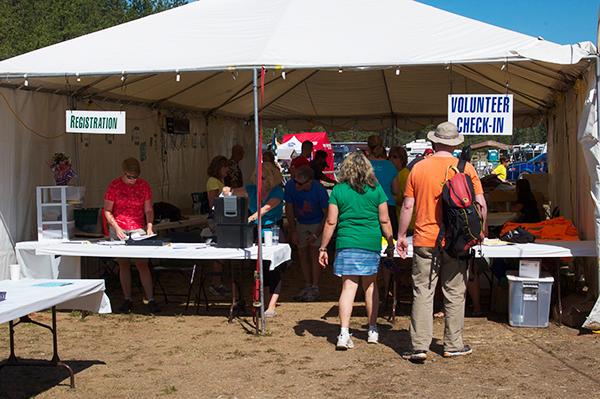 Photo of volunteers by Hank Greer.