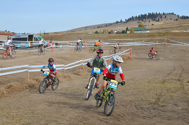 Photo of cyclocross racers by Hank Greer.