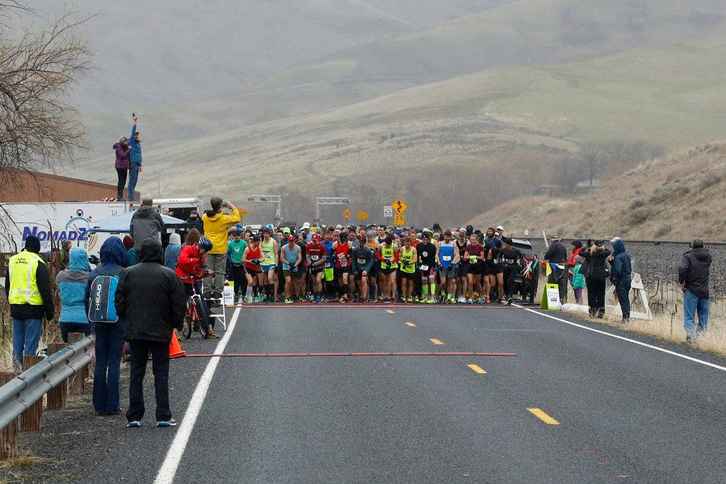 Runners are set to start the 2017 Snake River Canyon Half Marathon (Photo by Cecil Williams)
