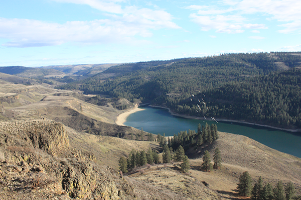 Photo of Hawk Creek overlook by Holly Weiler.