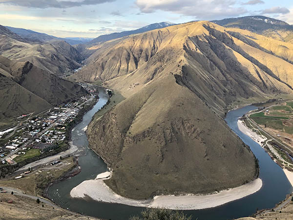 Photo of Riggens from the air with a horseshoe bend in the Salmon River.