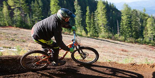 Photo of mountain biker on Snakepit.