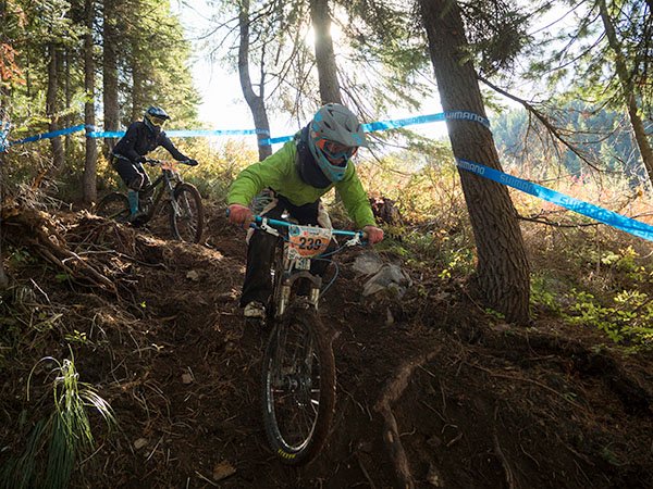 Photo of mountain bikers on Snakepit.