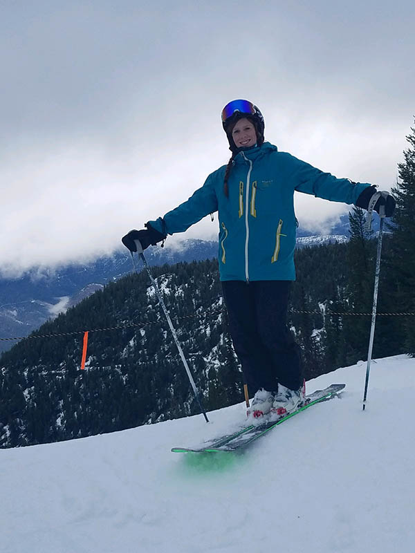 Photo of Kitti Withycombe on skis.