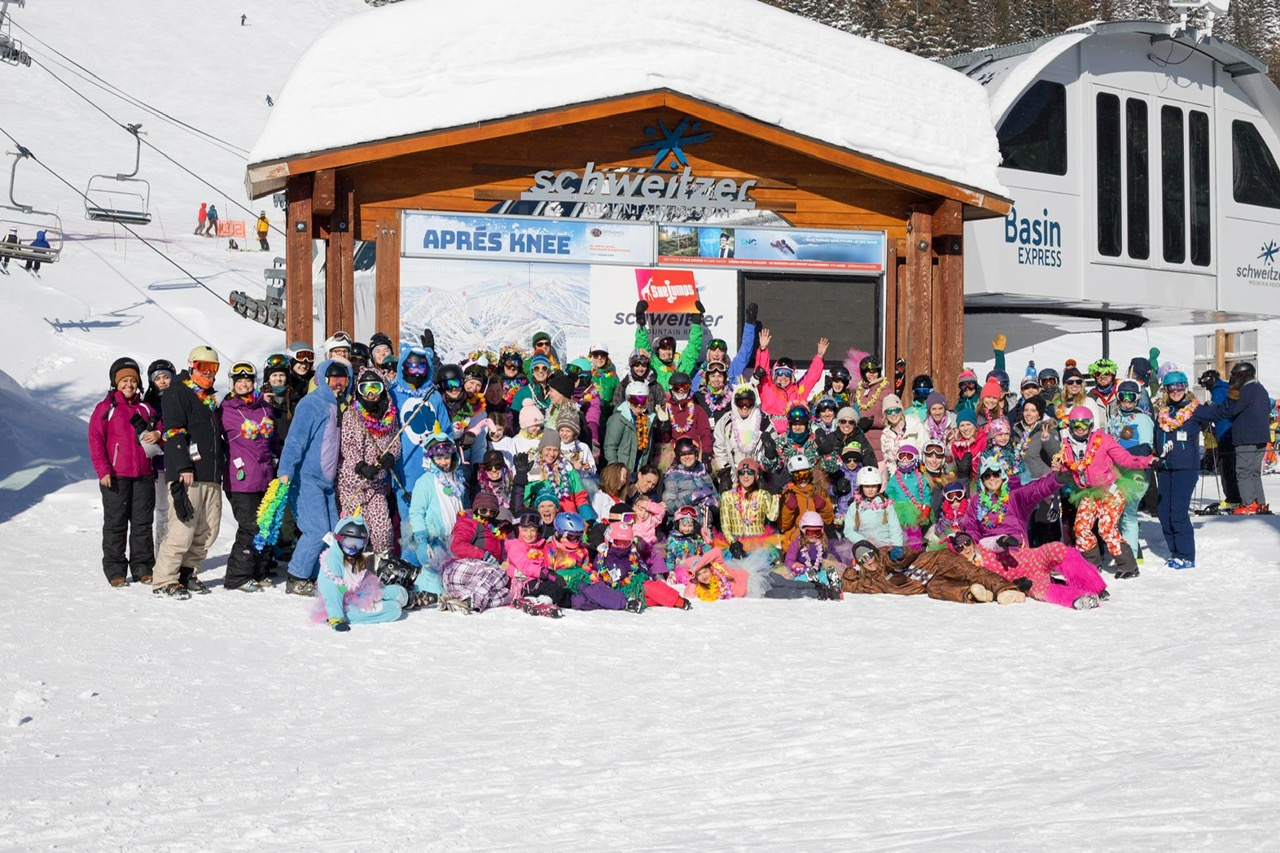 Big Group of snow sport people.
