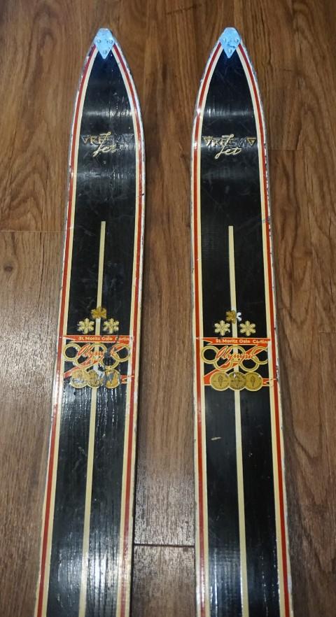 Vintage Gresvig Jets skis.